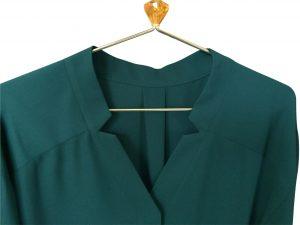 ロペの襟のデザインが可愛いブラウス