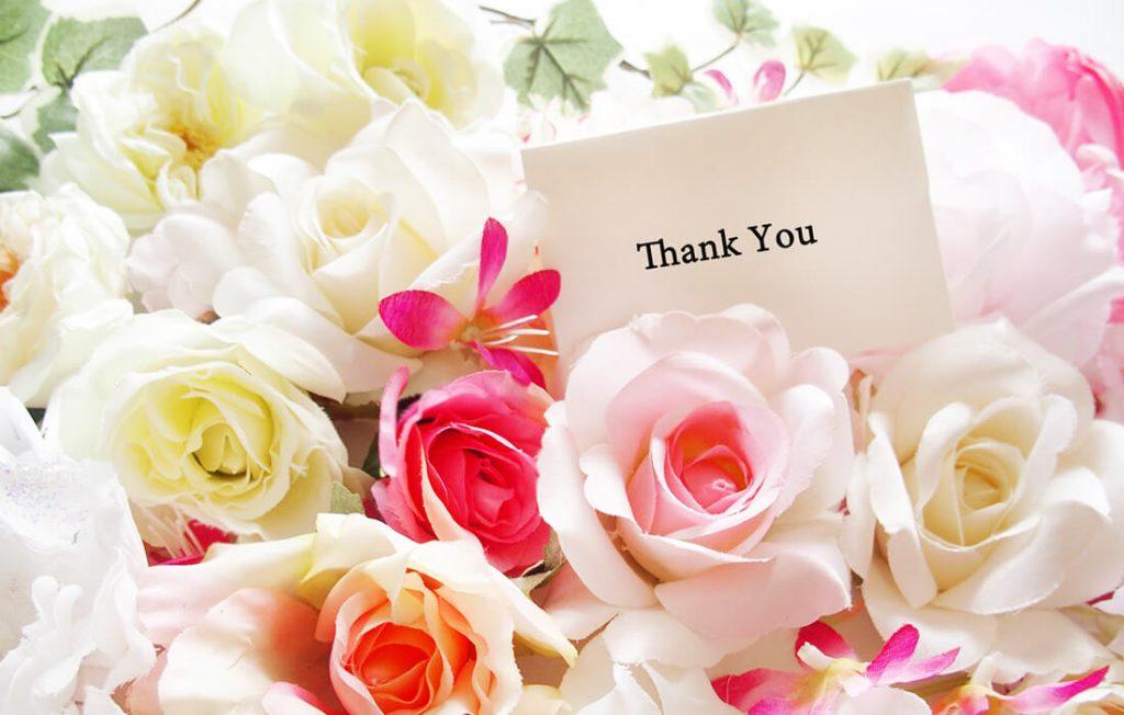 母の日の花束とメッセージカード