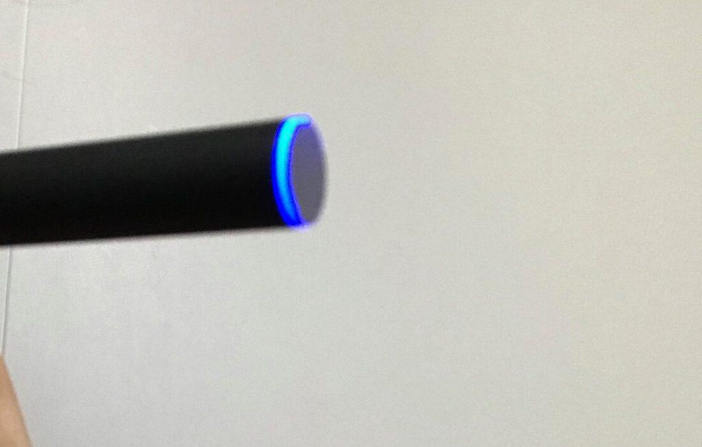 プルーム・テック吸い込み時のLED青ランプ
