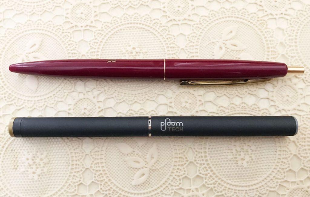 プルーム・テックとボールペンとの大きさ比較